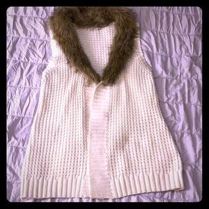 Old Navy knitted vest with feaux fur collar